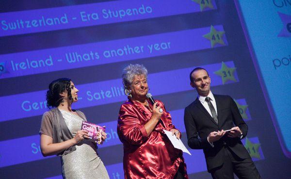 Kültür Bakanı Maggy Nagel 2014 Eurovision Gala Gecesi birincisini açıklarken